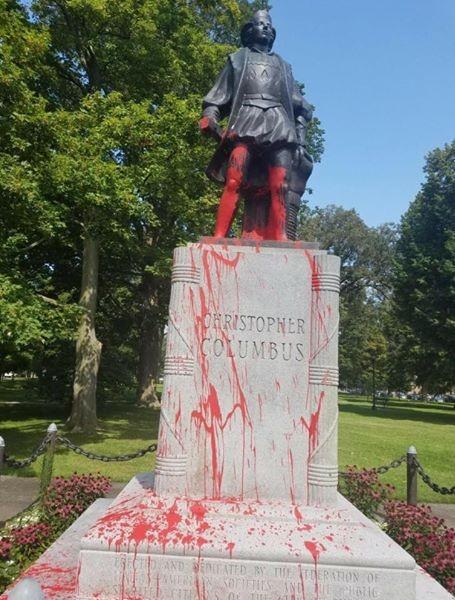 columbus statue vandalized_452356