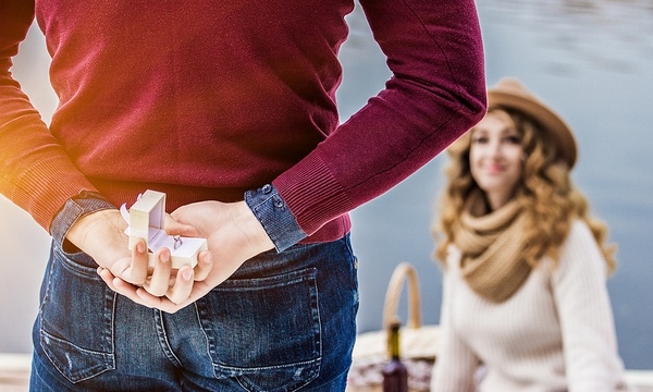 wedding-proposal-couple-marriage-love_1516818680408_336503_ver1-0_32611112_ver1-0_640_360_556902