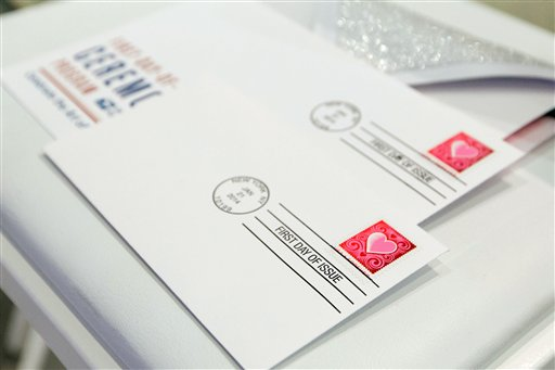 US Postal Office Unveils the 2014 Love Stamp_85990
