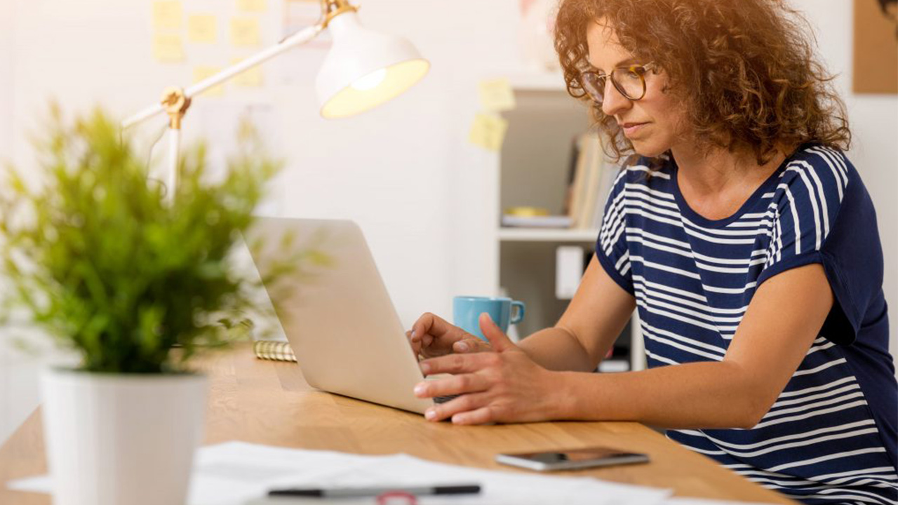 woman-on-computer_1527701044236_374334_ver1_20180531055301-159532