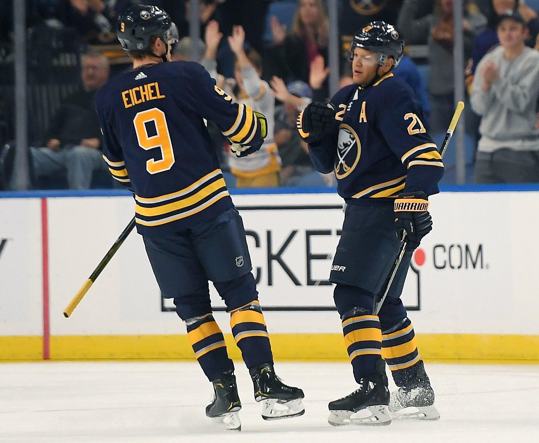 Maple Leafs Sabres Hockey_1538521825443