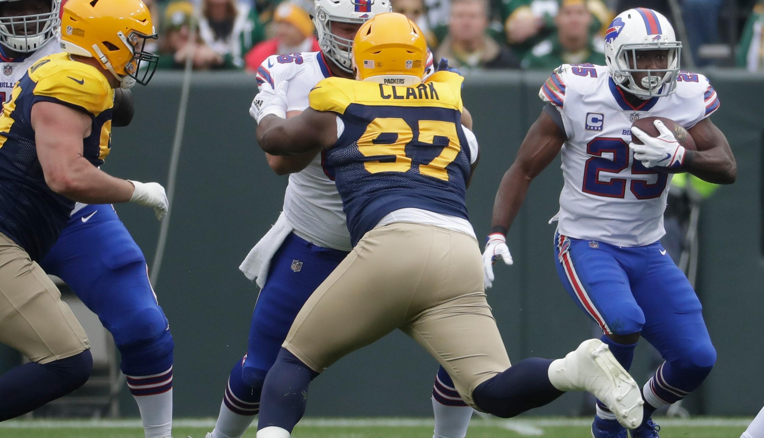 Bills Packers Football_1538923117857