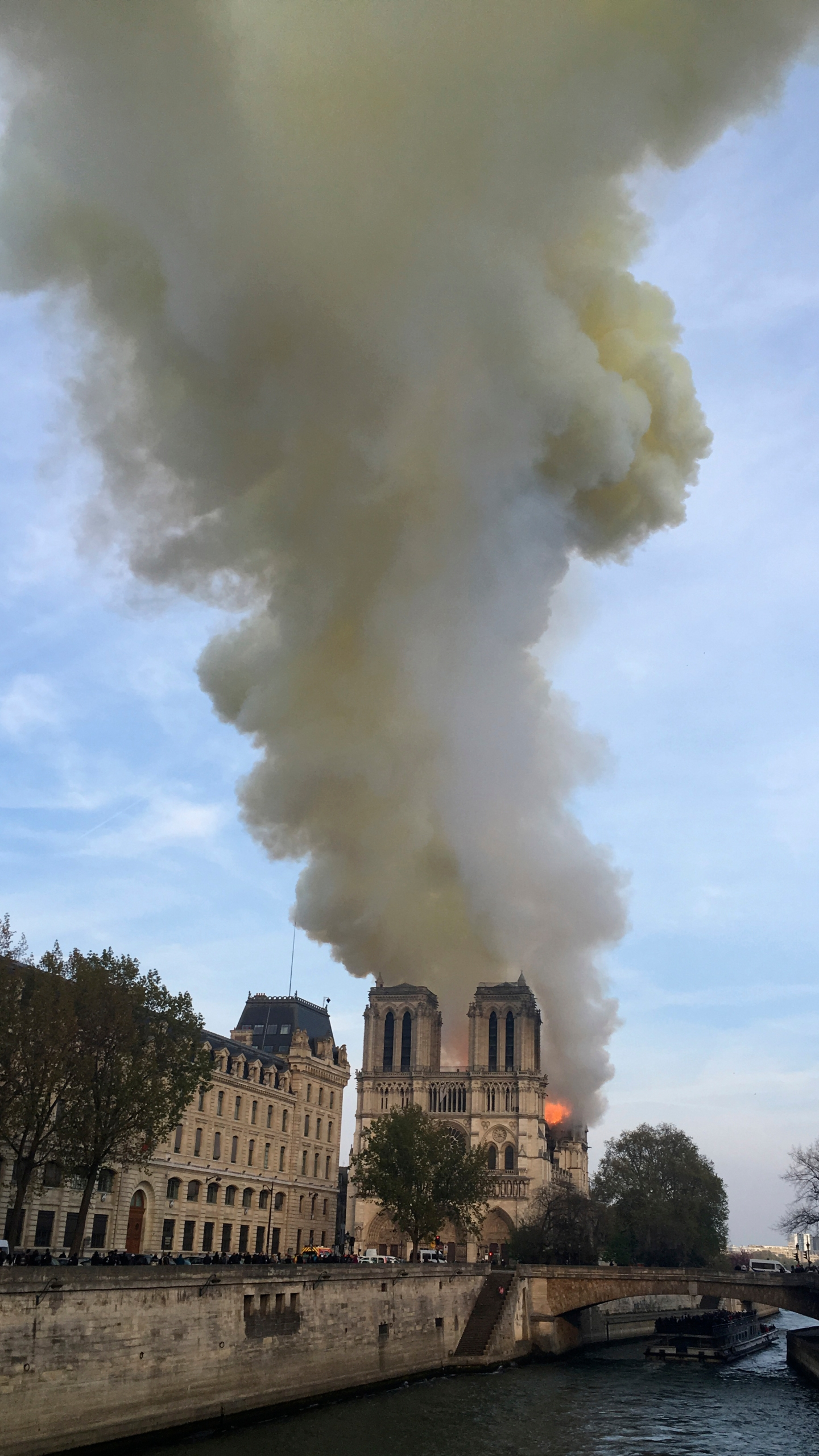 France Notre Dame Fire_1555350915956