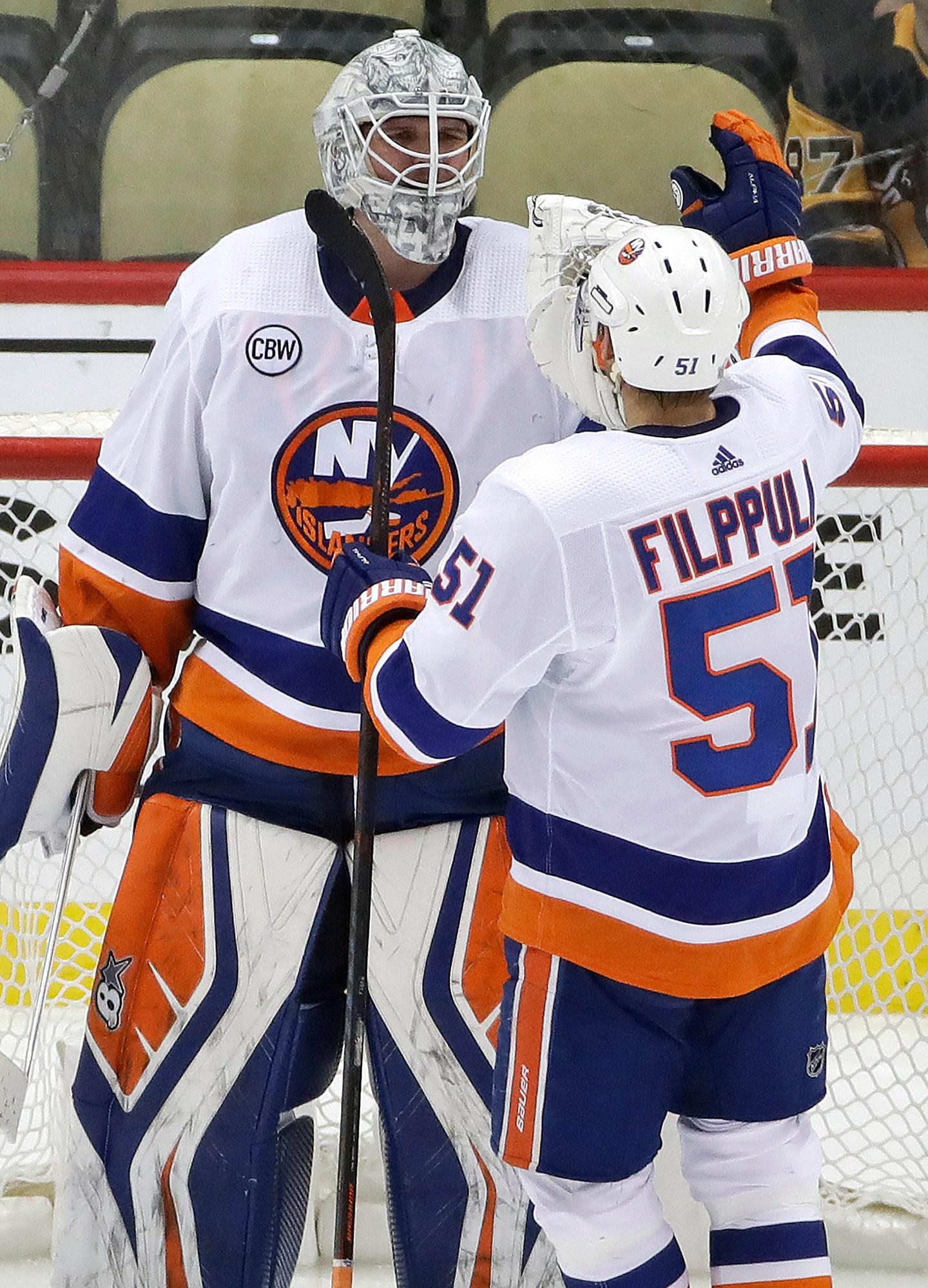 Islanders Penguins Hockey_1555791081453