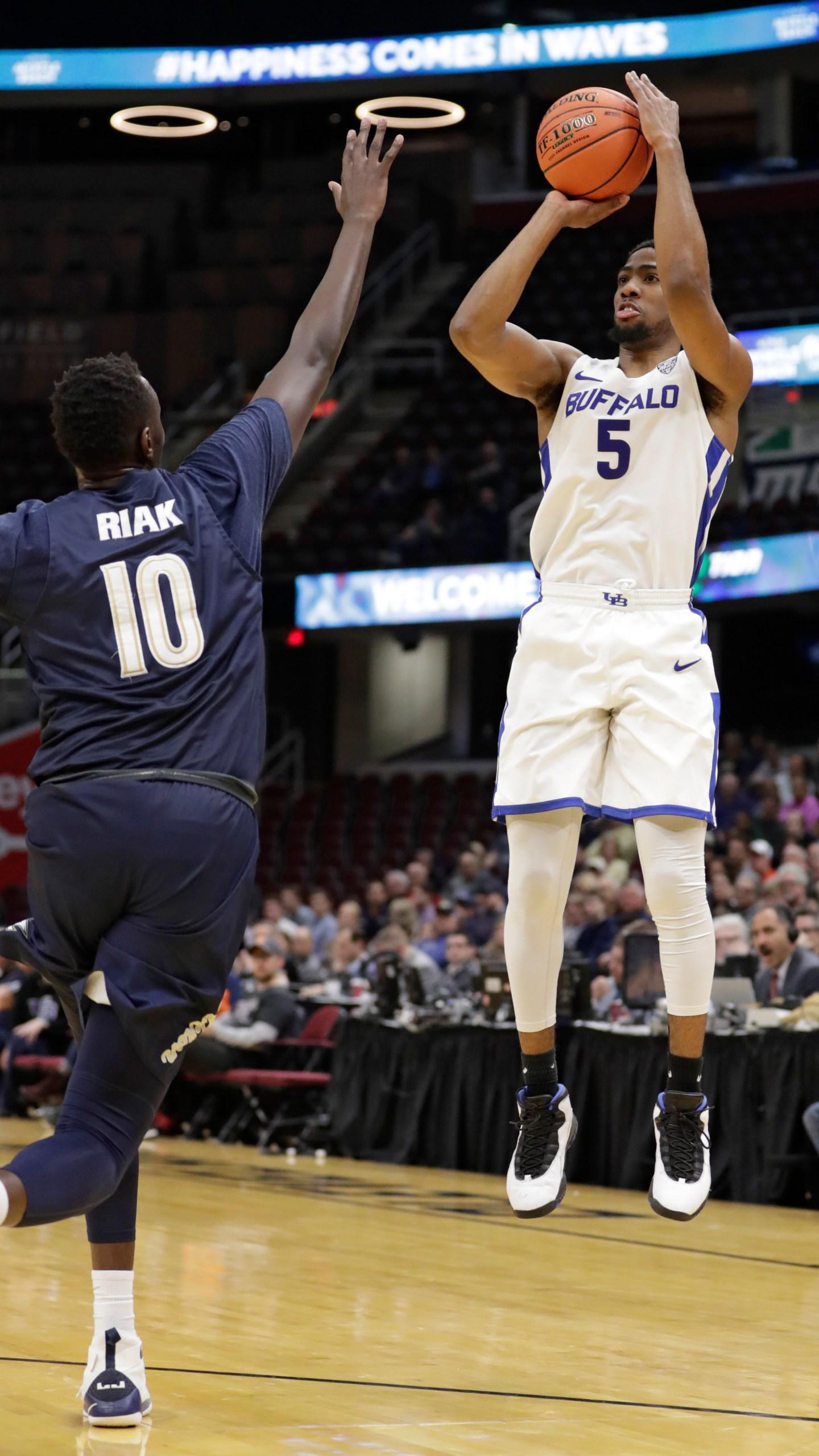 MAC Akron Buffalo Basketball_1561164728262