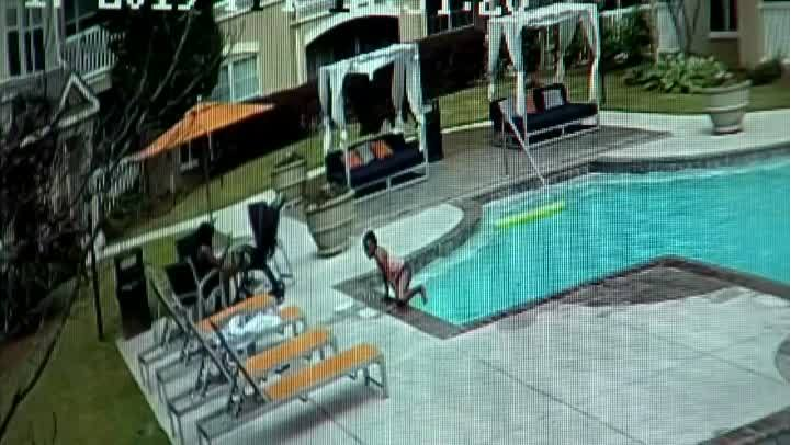 VIDEO__Girl_saves_sister_from_drowning_i_0_20190602232247-873735621