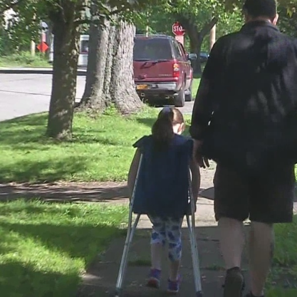 Young girl pays it forward, one step at a time