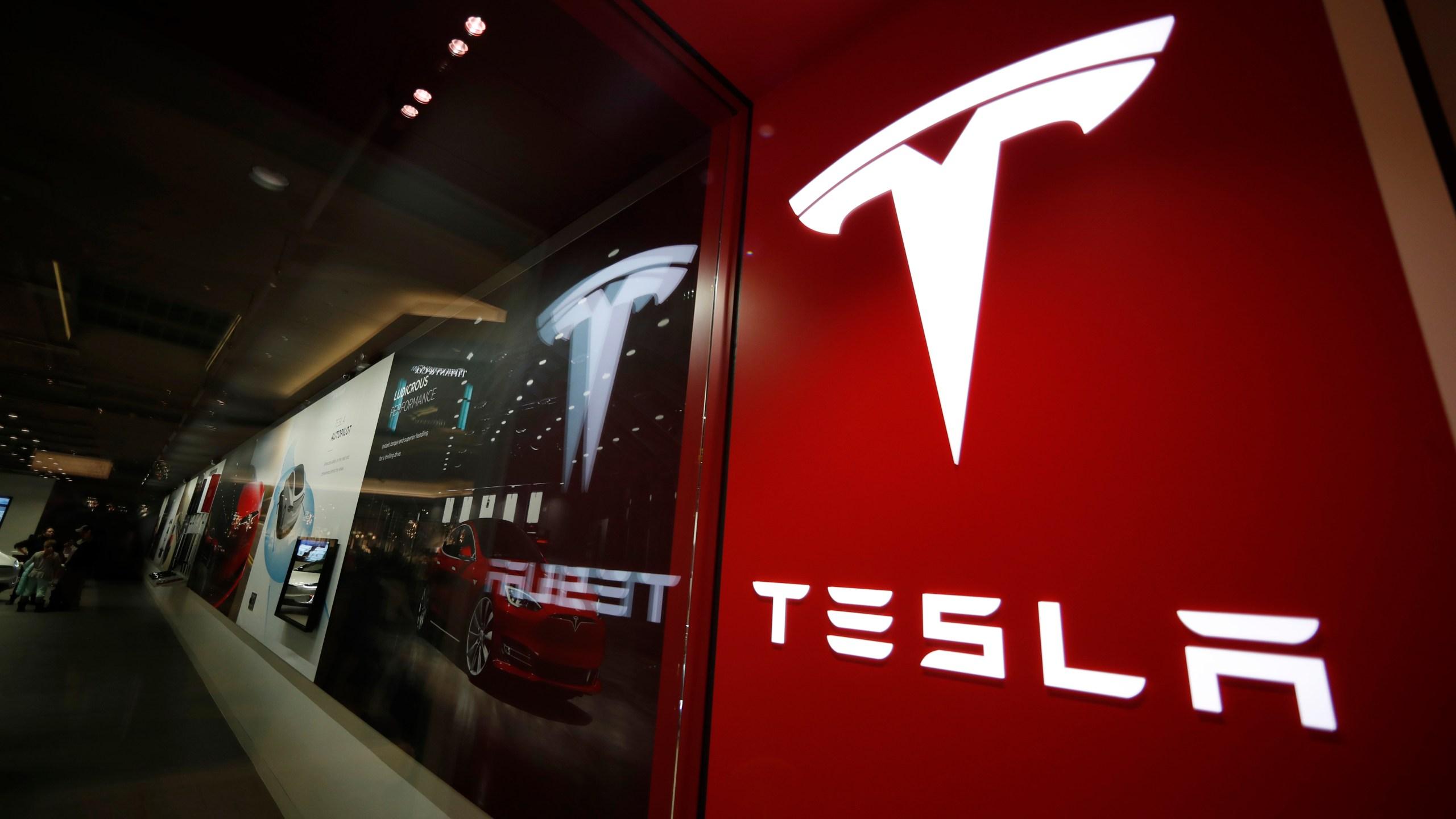 Tesla store, tesla logo
