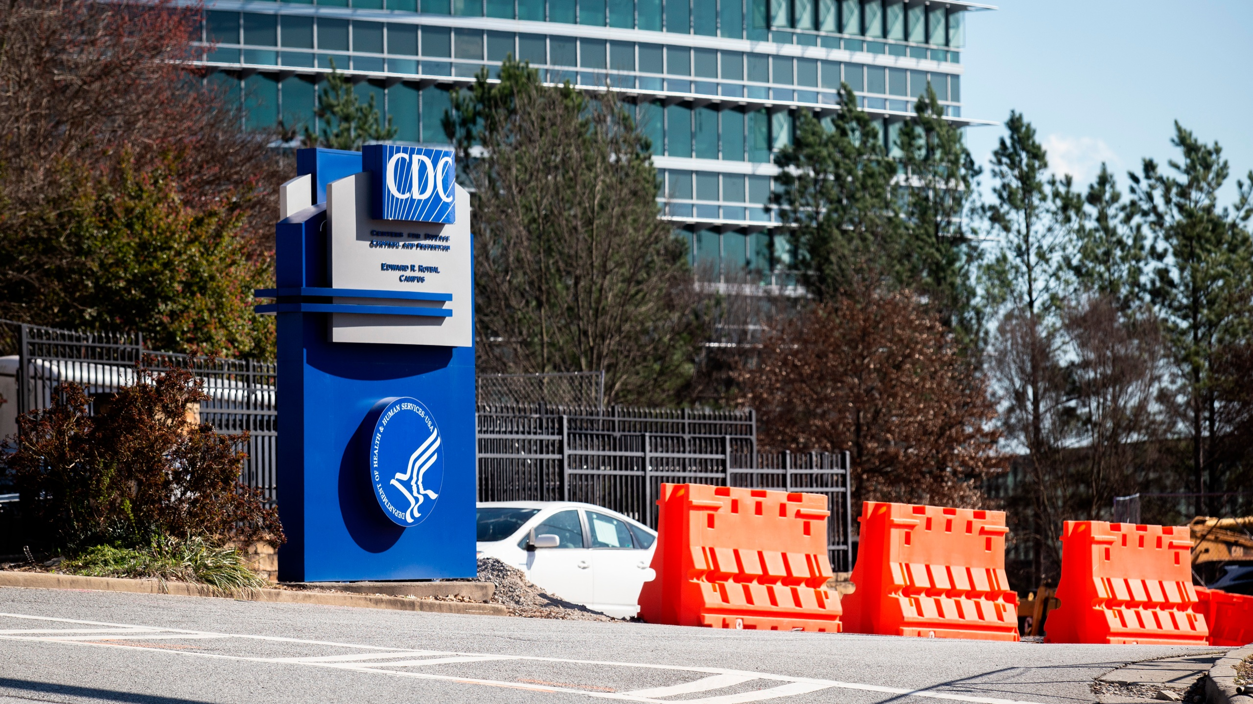 Trump visits CDC for coronavirus update
